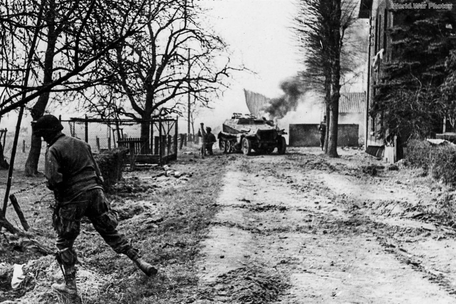 17th Airborne Division Paratroopers with SdKfz 250 24mar1945