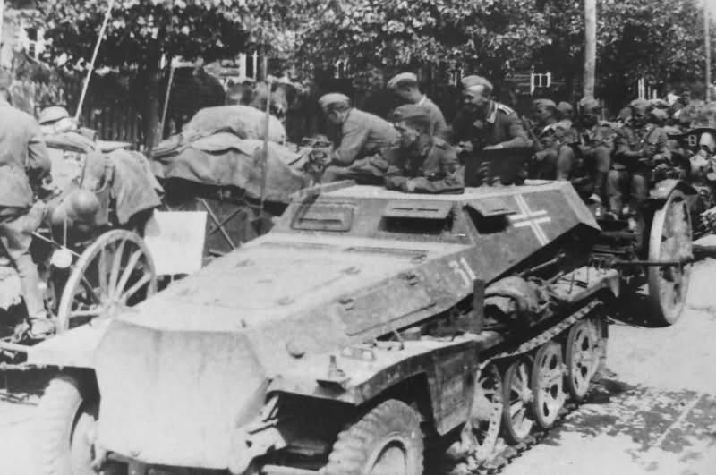 Light armoured halftrack Sdkfz 253 alt photo