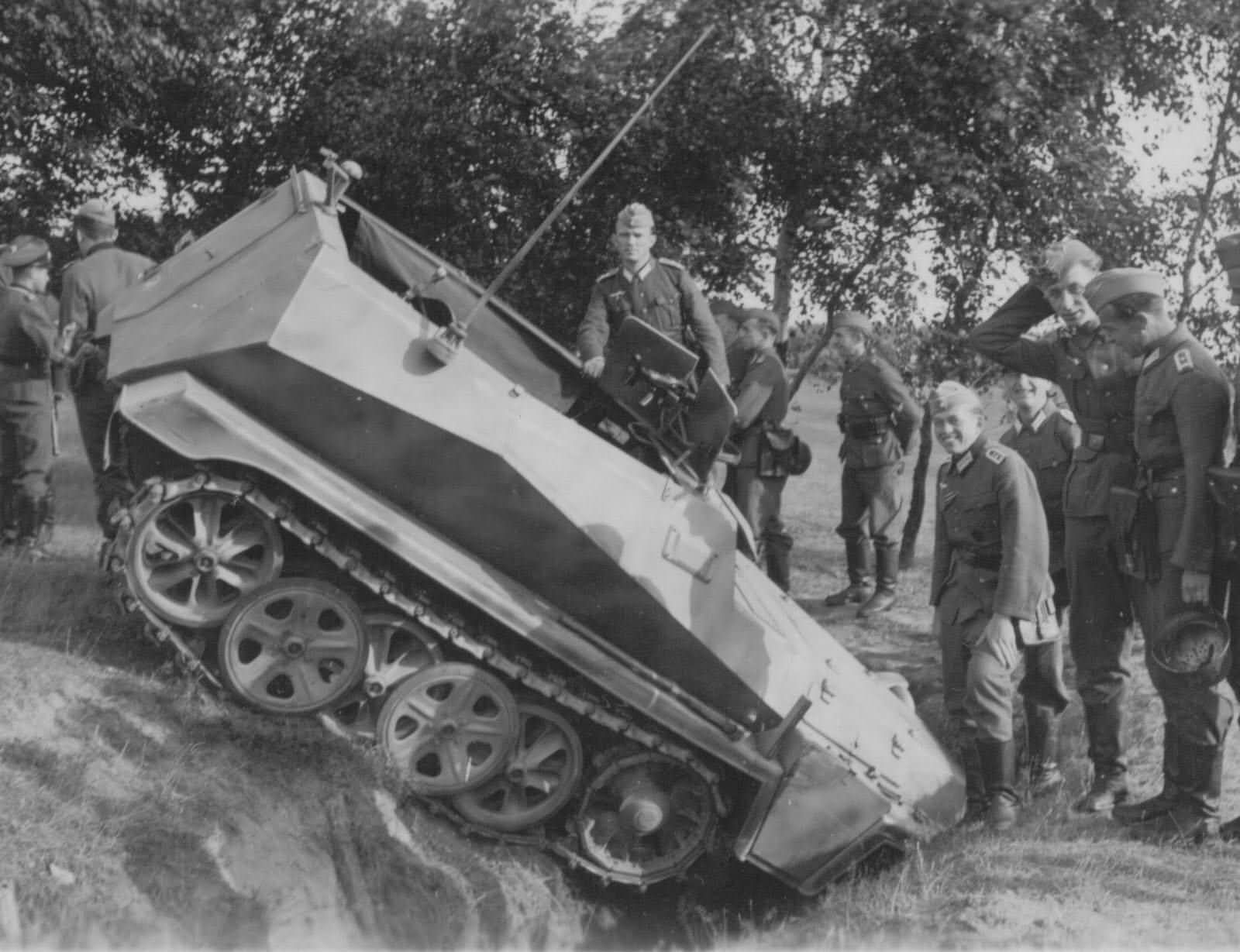 SdKfz 250 german light armoured halftrack