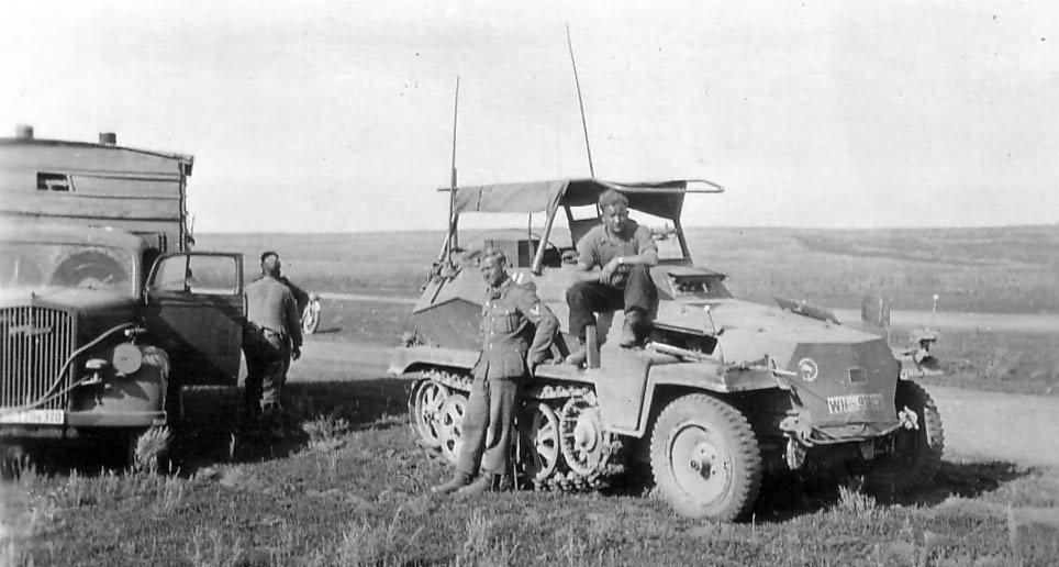 SdKfz 250/3 leichter Funkpanzerwagen – armoured radio vehicle a