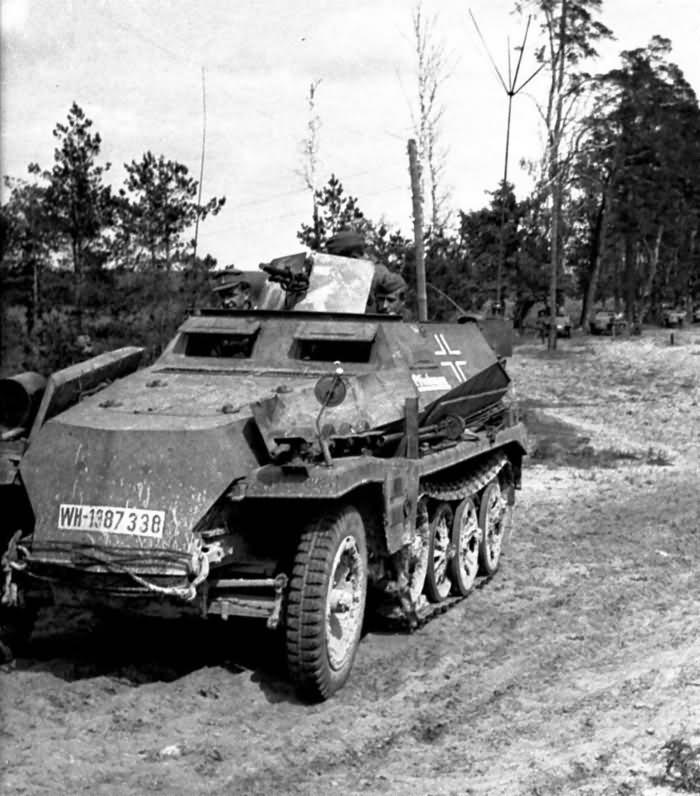 leichter Schützenpanzerwagen SdKfz 250 alt halftrack