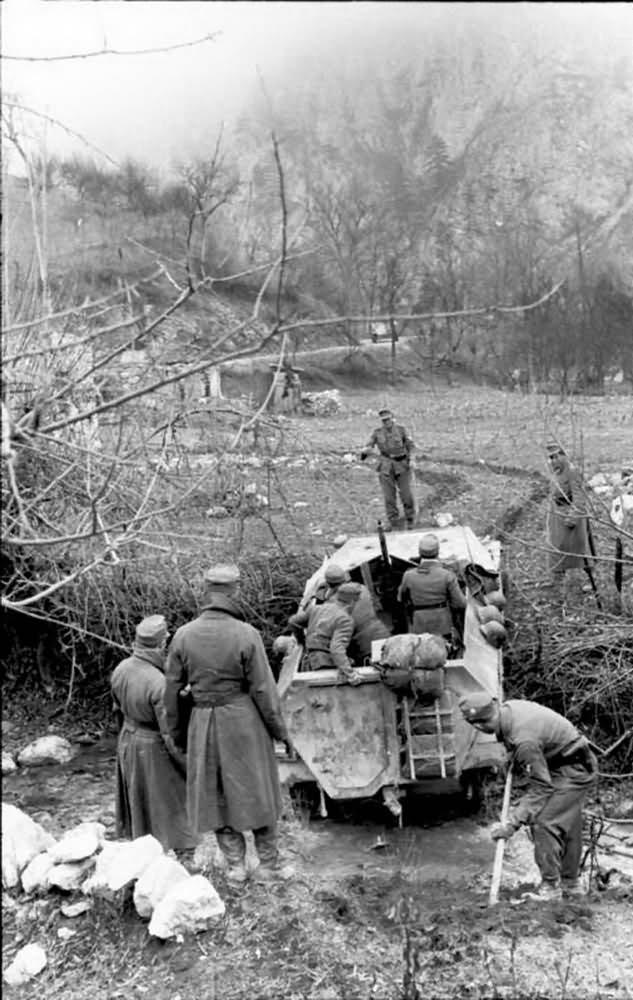 SdKfz 250 ausf B neu Balkans 1943