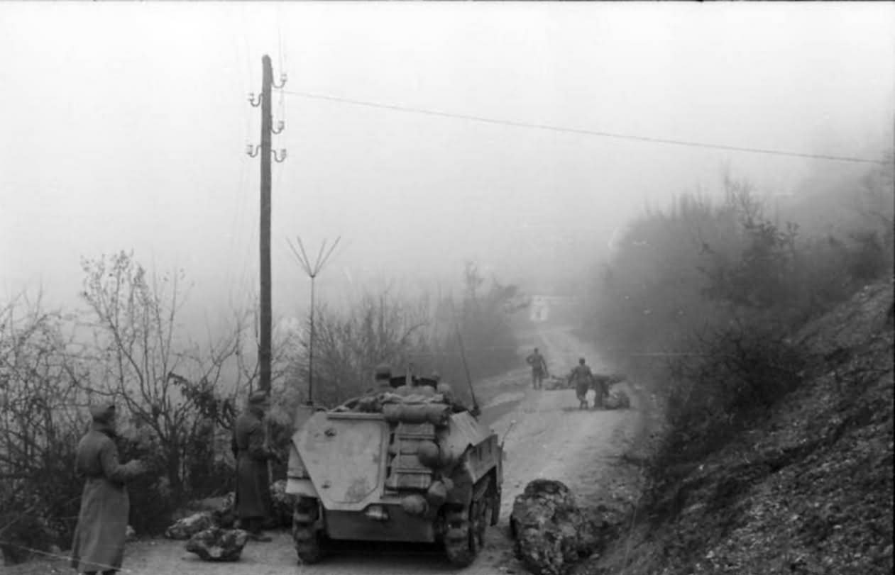 SdKfz 250 neu on road Balkans 1943