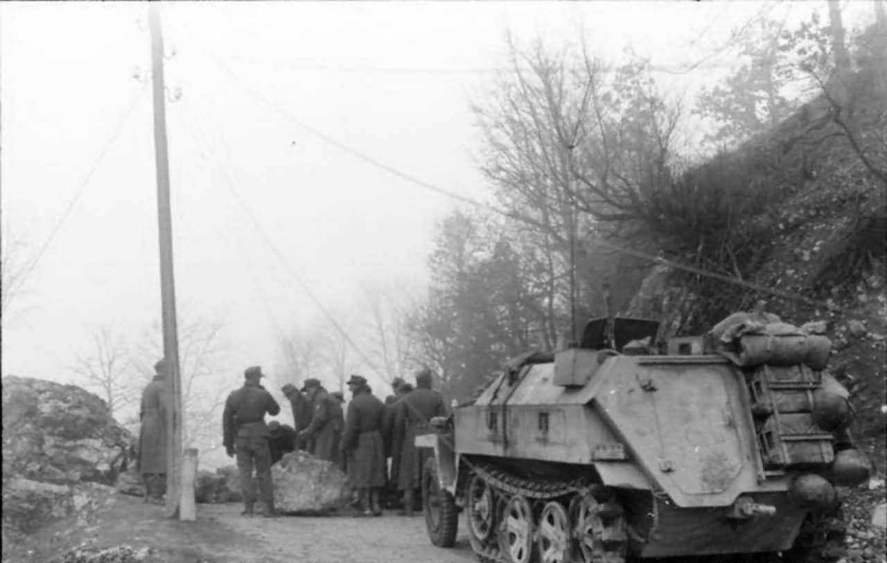 SdKfz 250 neu rear view Balkans 1943