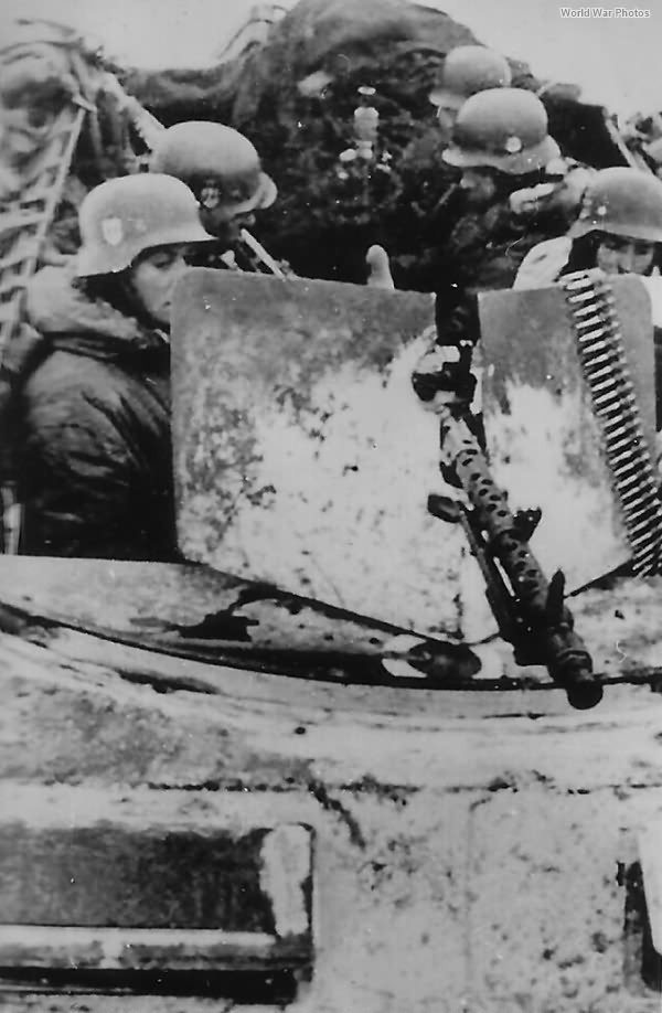 SdKfz 250 with a frontal MG 34