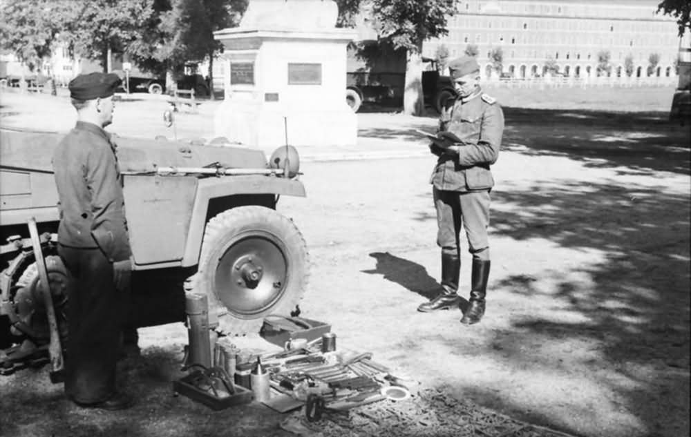 Sd Kfz 250 maintenance 1941