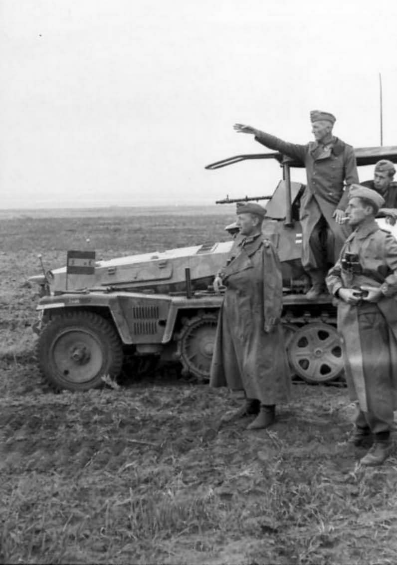 armoured radio vehicle SdKfz 250/3 eastern front south 1942