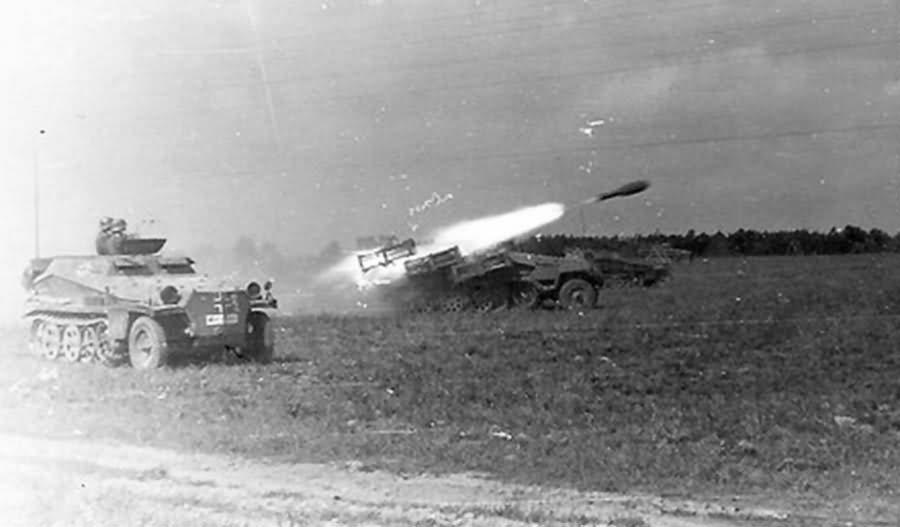 Sd.Kfz . 251 1 mit 28 32 cm Wurfrahmen Stuka zu Fuss