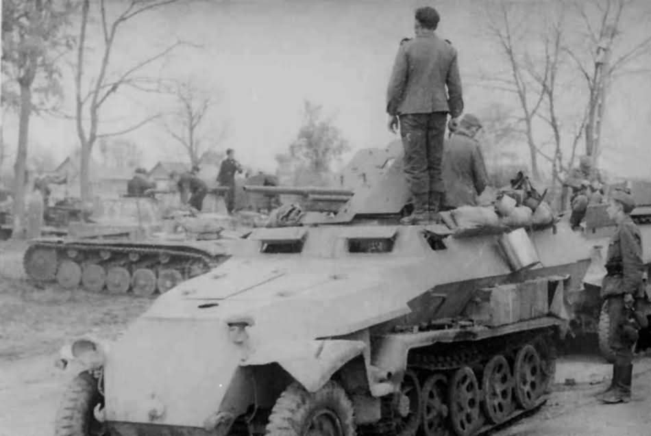 SdKfz 251/10 Ausf C and Panzer II