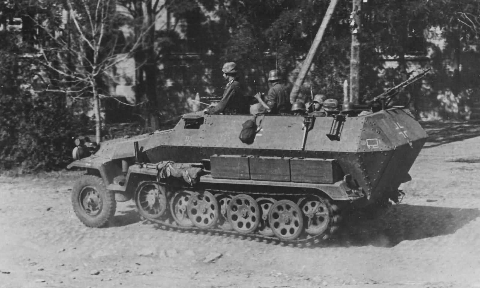 SdKfz 251/1 armored personnel carrier