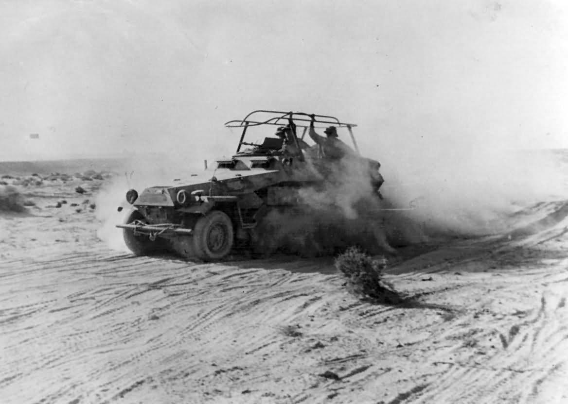 SdKfz 251/3 Ausf B Radio Halftrack in Desert DAK