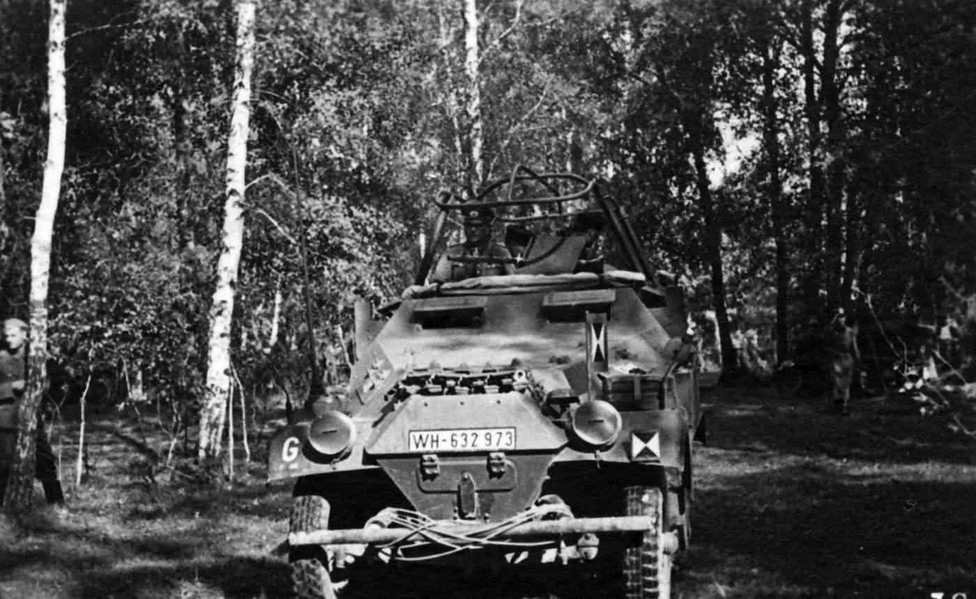 SdKfz 251/6 Command version