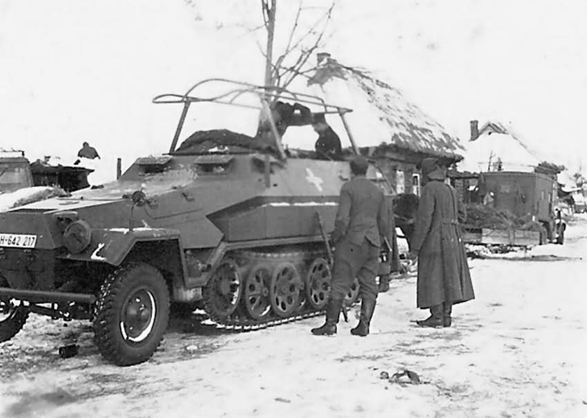 Sd.Kfz. 251/3 Communications Vehicle Schutzenpanzerwagen WH-642217 Russia winter