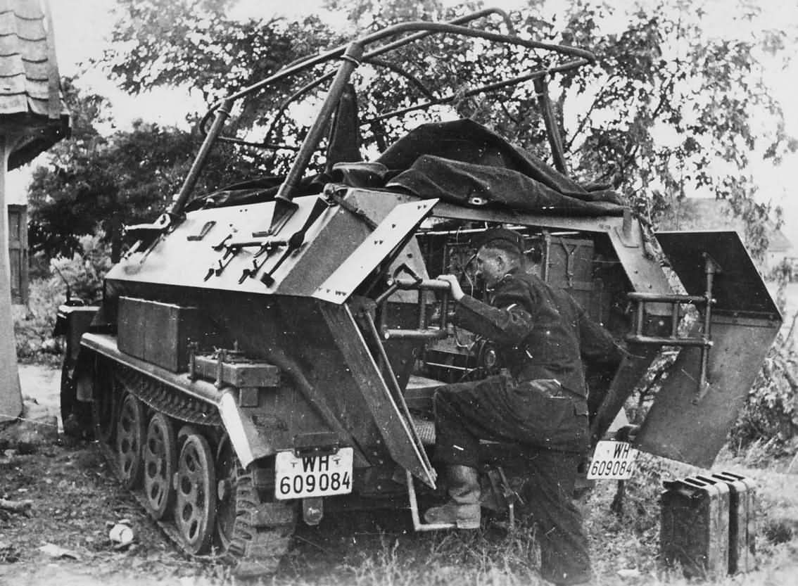 SdKfz 251/6 Ausf A rear view France 1940 | World War Photos