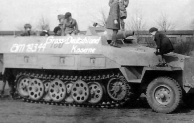 SdKfz 251/9 Aufs D Grossdeutchland March 1944