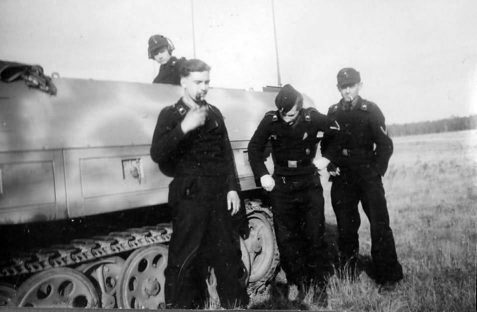 Sd.Kfz. 251/3 ausf D 6