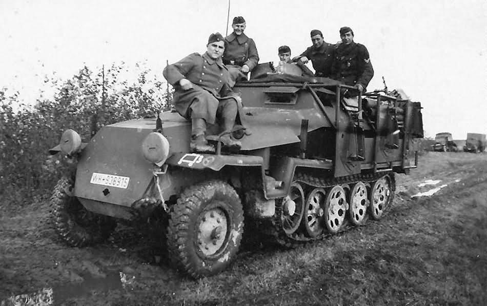 SdKfz 251 Ausf C Stuka zu Fuss