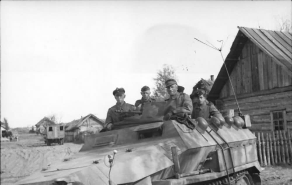 SdKfz 251 Ausf C Schutzenpanzer eastern front 1943