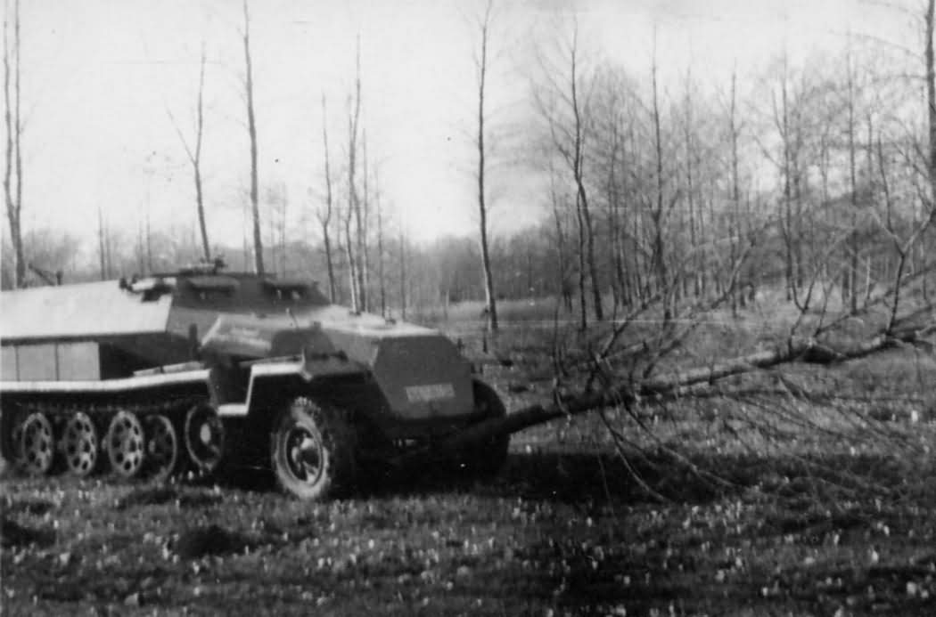 SdKfz 251 Ausf C armored personnel carrier