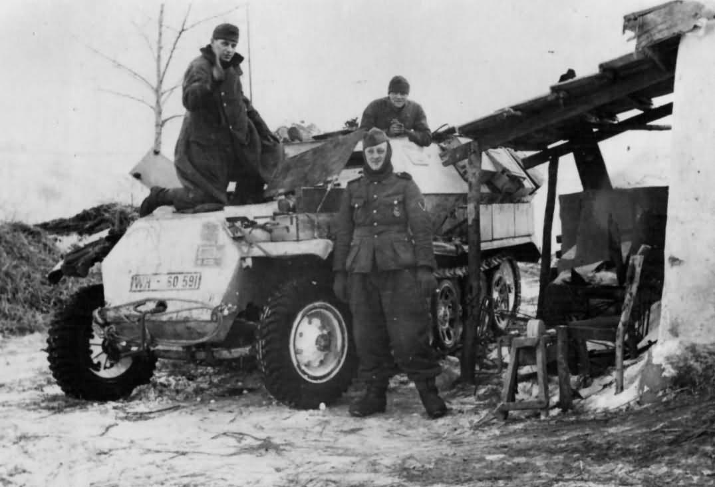 SdKfz 251 Ausf C winter camouflage