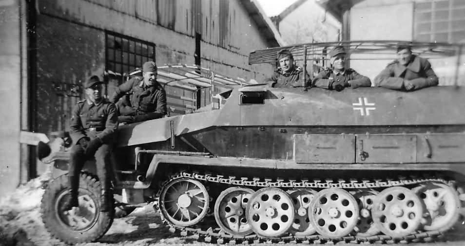 SdKfz 251 Ausf C Funkpanzerwagen