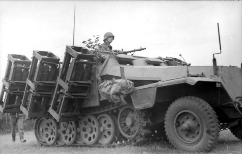 SdKfz 251 Stuka zu Fuss schwerer Wurfrahmen rocket launcher Russia