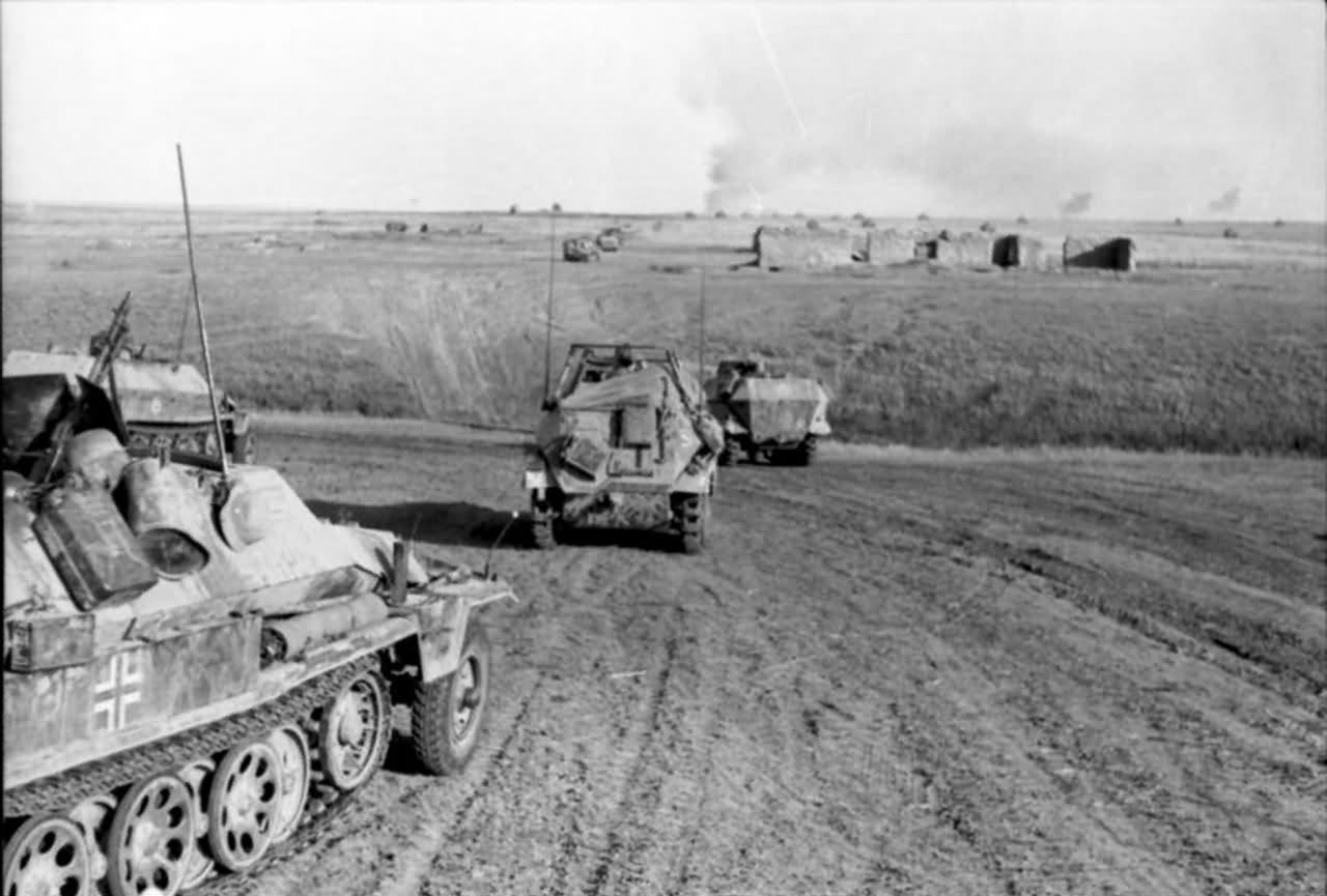 SdKfz 251 and SdKfz 250 Schutzenpanzerwagen eastern front 1942