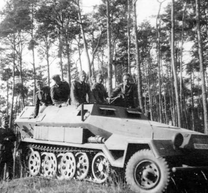 SdKfz 251 ausf A – armoured personnel carrier
