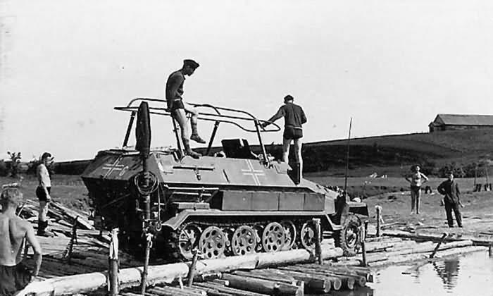 SdKfz 251 ausf B armored halftrack Russia