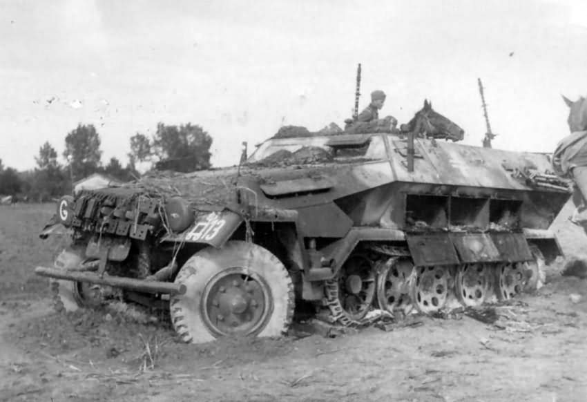 SdKfz 251 german armoured halftrack | World War Photos
