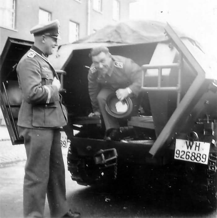 SdKfz 251 rear doors