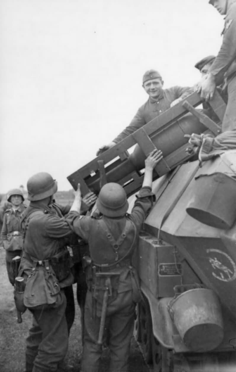 Sd Kfz 251 Stuka zu Fuss 24th Panzer Division eastern front 1942 2