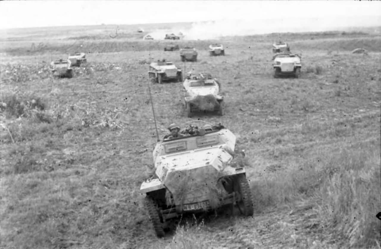 Sd Kfz 251 and Sd Kfz 250 Schutzenpanzerwagen eastern front 1942 2