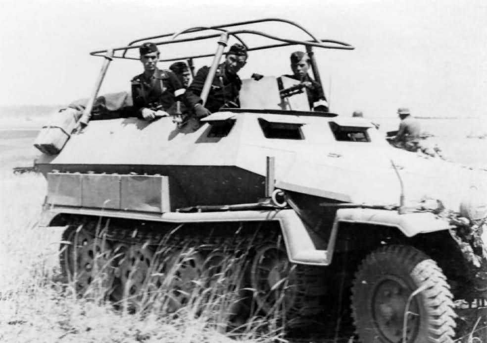 Sd Kfz 251 Ausf C halftrack 9