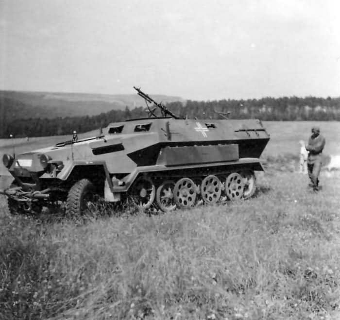 Sdkfz 251 ausf A with mg34