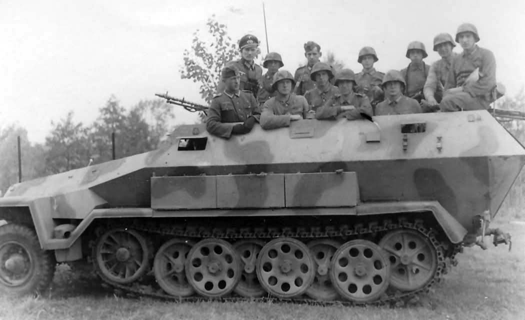 german half track SdKfz 251 Ausf A with crew