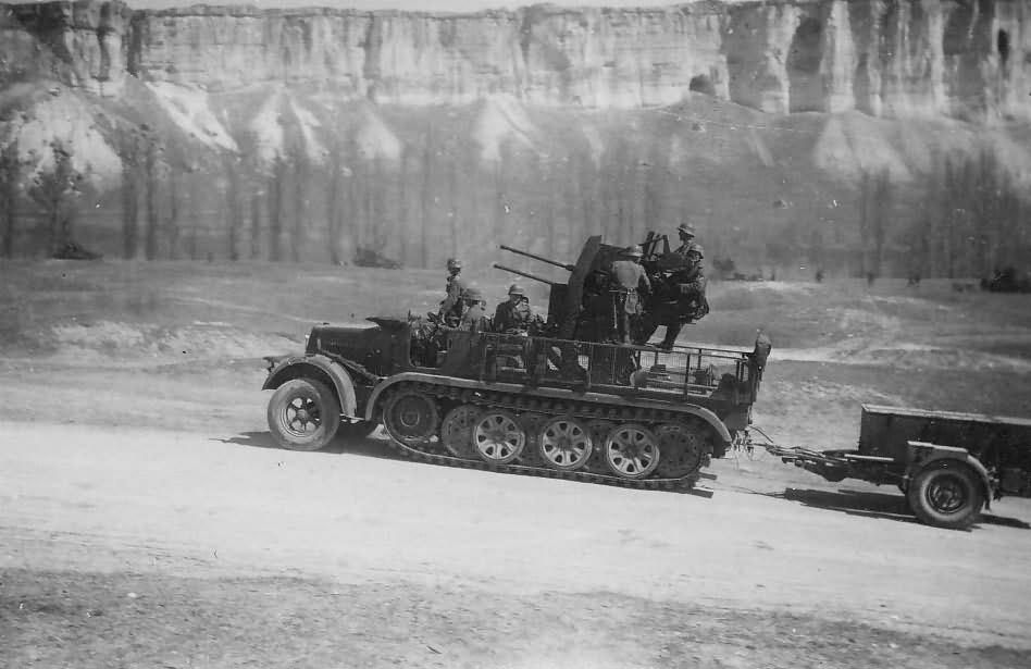 SdKfz 7/1 2cm Flak mit Anhanger Eastern Front Krim