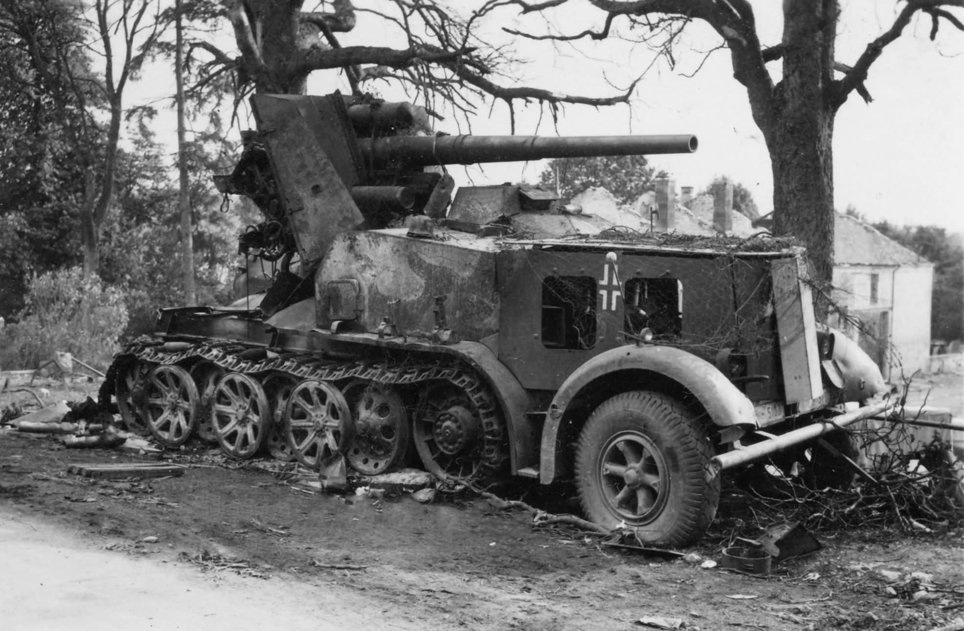 destroyed 8,8 cm Flak 18 Selbstfahrlafette auf Zugkraftwagen 12t type DB 9 SdKfz 8