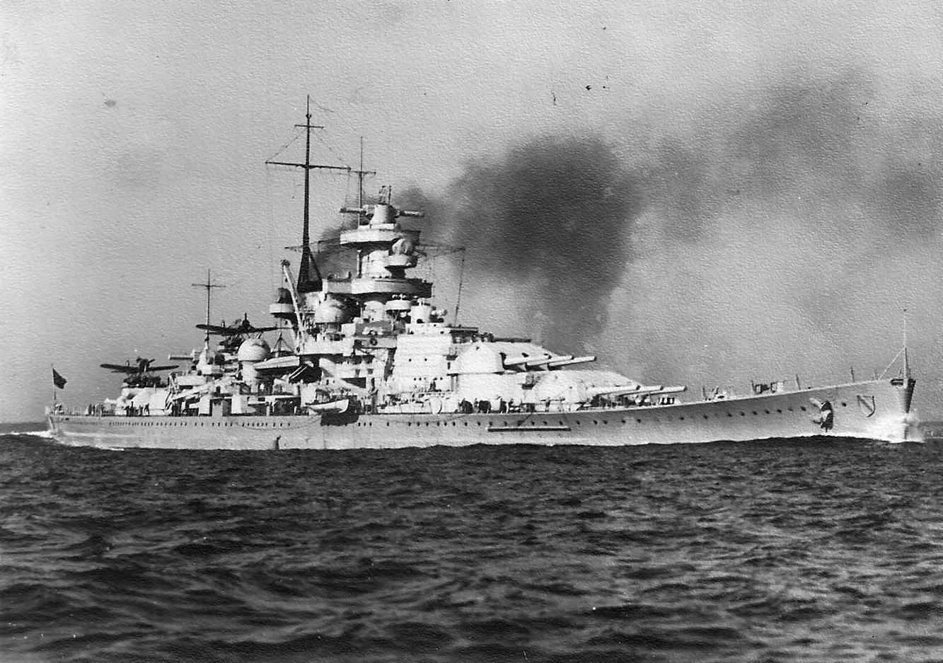 German battleship Scharnhorst underway | World War Photos