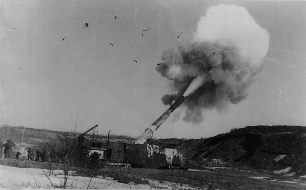 german railway gun in action 1943