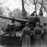 Dicker Max and 521 schwere Panzerjager Abteilung soldiers