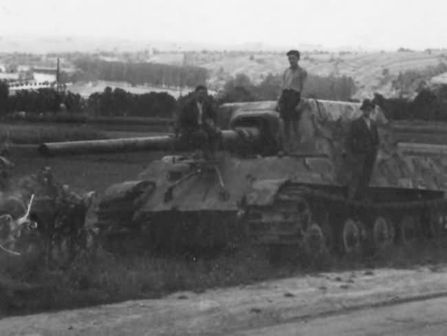 Tank destroyer Jagdtiger number 102