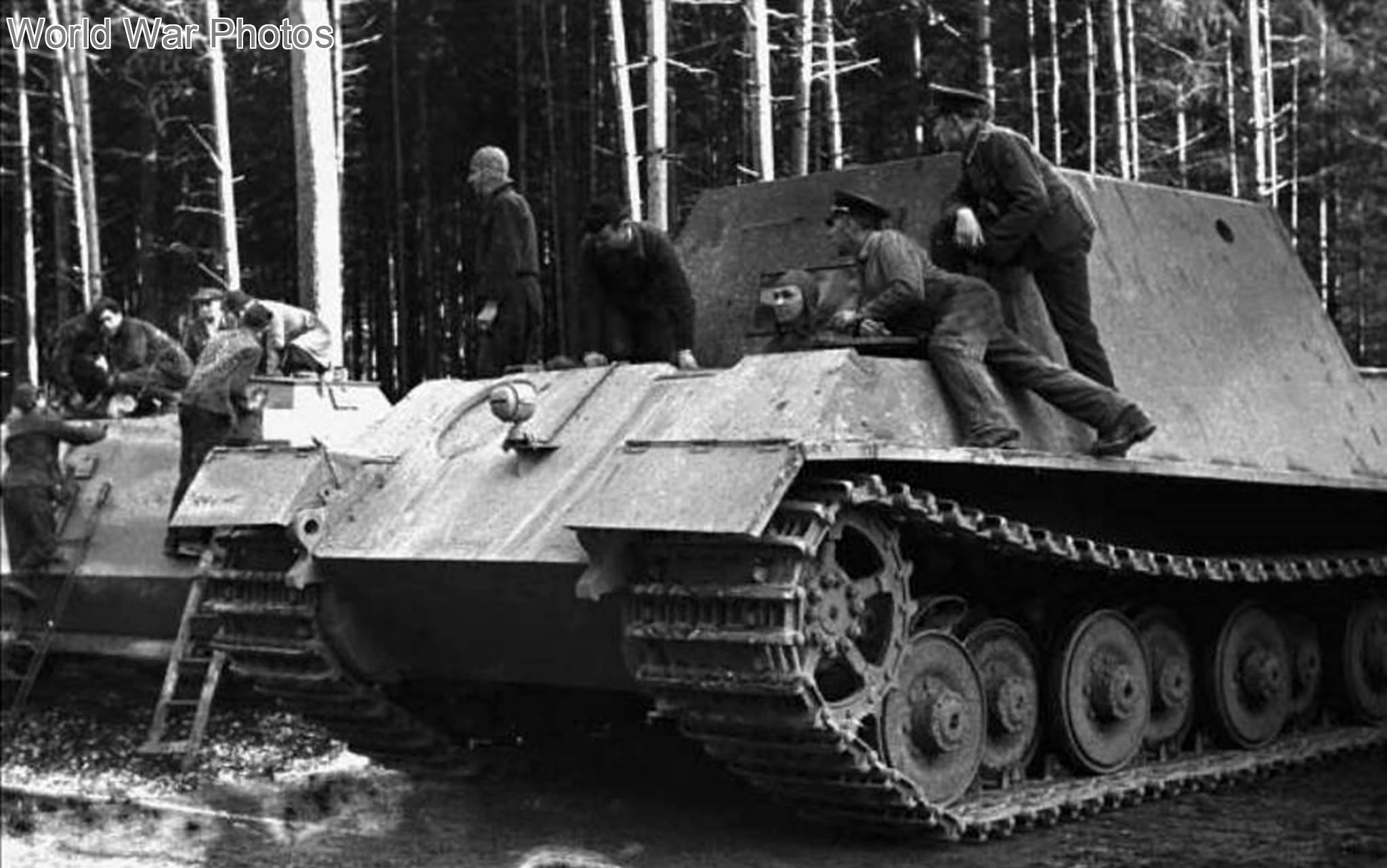Jagdtiger Fgst.Nr. 305001, early vehicle with a Porsche suspension 1944