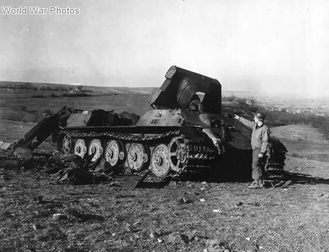 """Destroyed Jagdtiger Fgst.Nr. 305024 """"134"""" of sPzJgAbt. 653, Rimling 1945"""