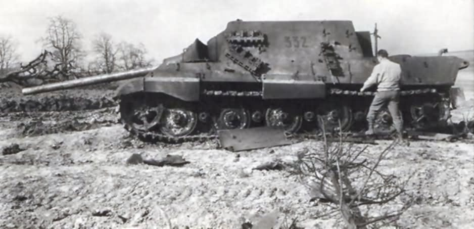 Jagdtiger of the Schwere Panzerjäger-Abteilung 653. Tactical number 332 left side