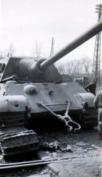 Jagdtiger german tank destroyer