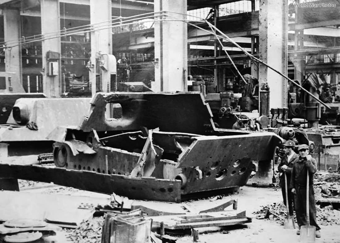 Jagdtiger hit by bomb