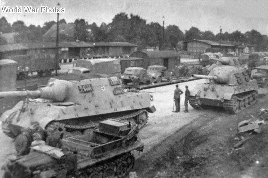Jagdtigers with the Porsche suspension, Fallingbostel 1944