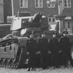 Experimental tank Neubaufahrzeug and crew