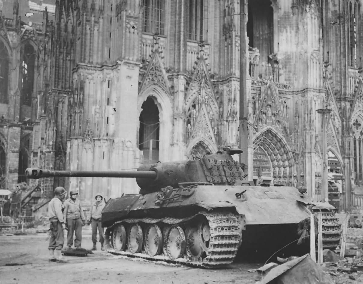 Panther ausf a outside cologne cathedral 1945 world war for Koln ww2